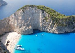 Variété d'îles constituant les Cyclades : Syros, Ermoupoli et Délos