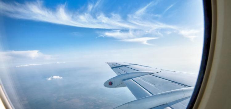 Voyager simple mais chic en avion : les idées vestimentaires